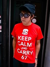67 KEEP CALM AND CARRY 67 T-SH(RED)